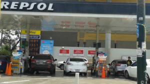 """Opecu: """"Repsol rectifica precios de gasoholes y los reduce en S/ 0,25 por galón"""""""